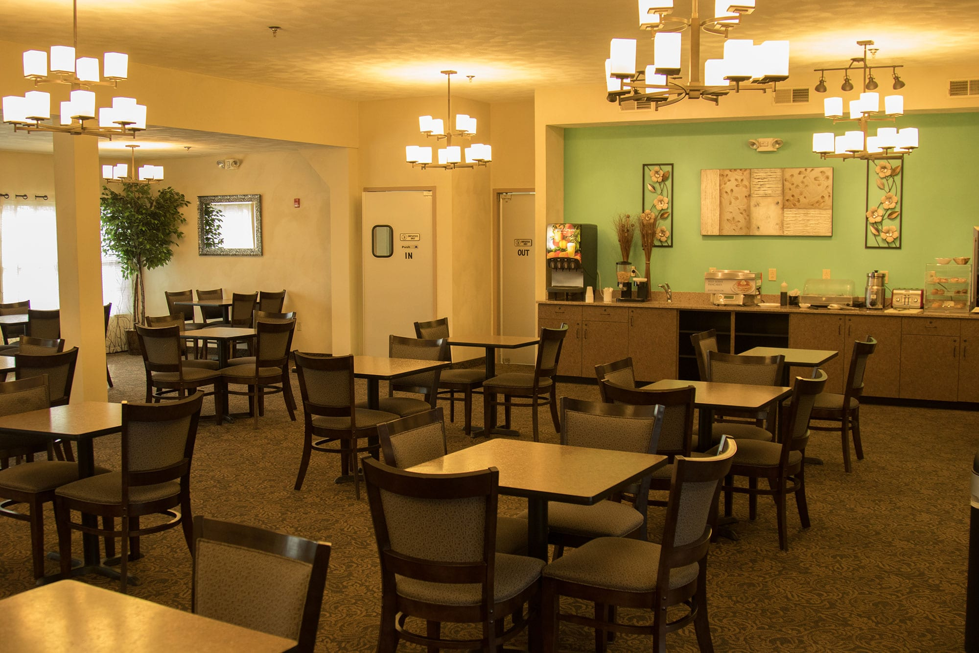 Regency manor independent senior living ofallon dining for Dining hall pictures home